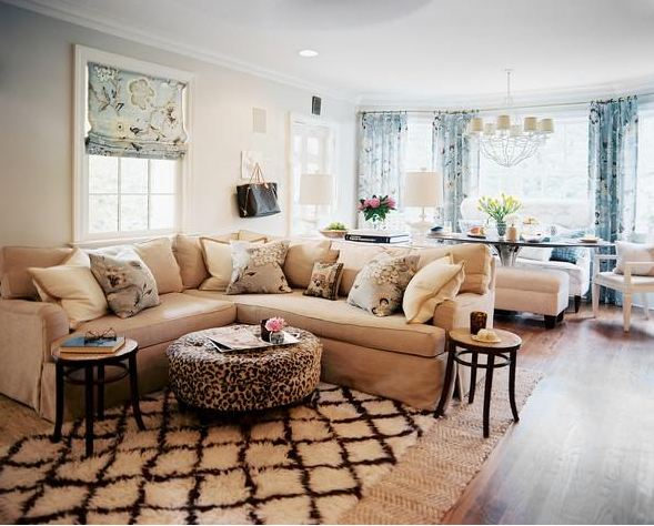Sử dụng thêm thảm trải sàn cho phòng khách